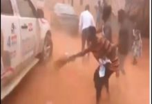 NPP Campaign Team Chased Away With Brooms (Video) 29
