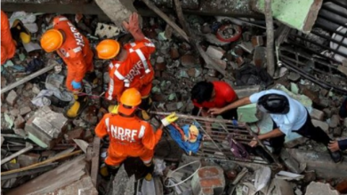 Many trapped as deadly building collapse in India 2