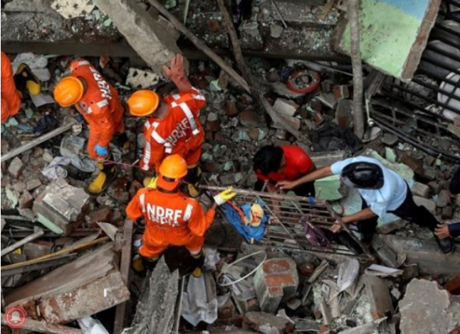 Many trapped as deadly building collapse in India 1
