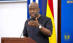 Too Much 'Pono' Has Affected Your Brain – Ghanaians Descend On Oppong Nkrumah For 'Attacking' Mahama 3