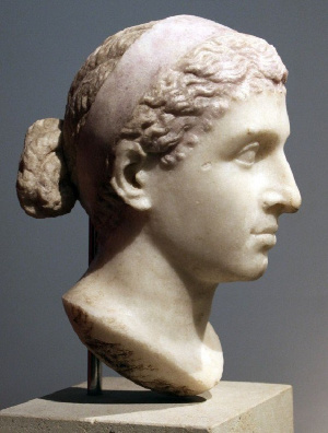 Contrary to popular belief, Greek ruler Cleopatra could have been of African descent 3