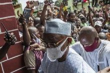 Guinea President visits the wounded while opposition denounces electoral 'hold up' 5