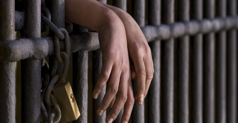2 grabbed for attempting to smuggle 'wee' into prison 6